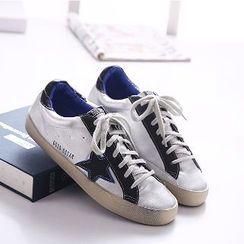 Mancienne - Star-Applique Sneakers