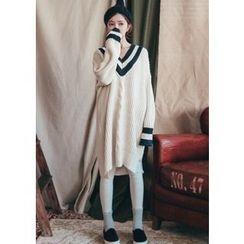 Chlo.D.Manon - V-Neck Contrast-Trim Cable-Knit Dress