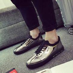 Araeo - 繫帶休閒鞋