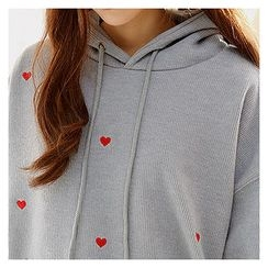 Sechuna - Heart-Embroidered Hooded Top