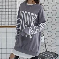 CHICFOX - Lettering Oversized Long Sweatshirt