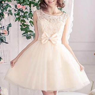 Luxury Style - Sleeveless Bow-Accent Lace Prom Dress