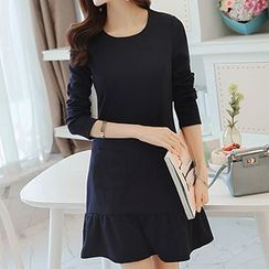 Q.C.T - Frill Trim Long-Sleeve Dress