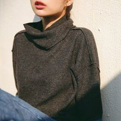 Porta - Turtleneck Panel Knit Top