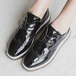 Charming Kicks - 仿漆皮布洛克牛津鞋