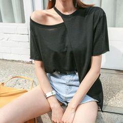 DABAGIRL - Cutout-Shoulder Asymmetric T-Shirt