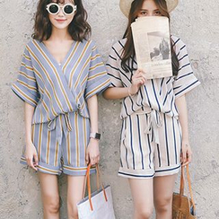 Ashlee - Set: Striped Short Sleeve V-Neck Blouse + Shorts with Sash
