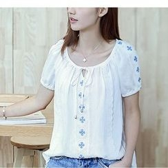 Fumoya - Embroidered Short-Sleeve Top