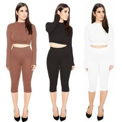 Hotprint - Set: Cropped Long Sleeve T-Shirt + Capri Pants