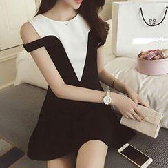 Rocho - Short-Sleeve Shoulder Cut Out Color Block Dress