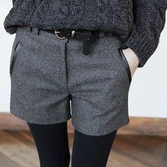 LITI - Woolen Shorts