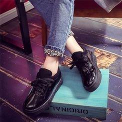 Yoflap - Platform Lace Up Shoes