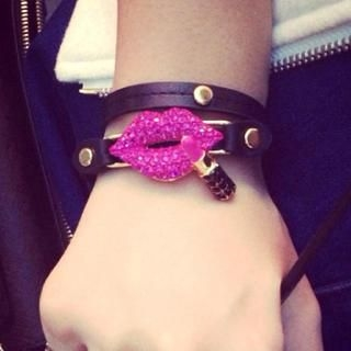 Cuteberry - Rhinestone Lips Studded Bracelet