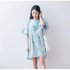 Moricode - Embroidered Short-Sleeve Denim Dress