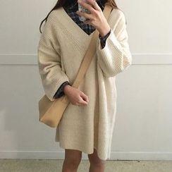 Cloud Nine - Long-Sleeve V-Neck Knit Dress