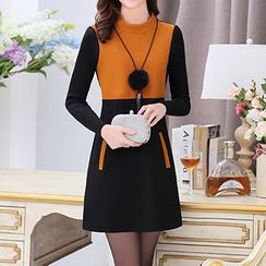 Romantica - Long-Sleeve Contrast-Color Dress With Necklace