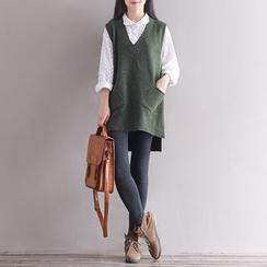 Fancy Show - V-Neck Knit Vest