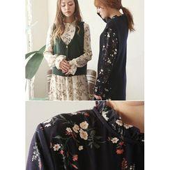 GOROKE - Frill-Neck Shirred Floral Midi Dress