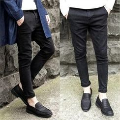 TOMONARI - Flat-Front Tapered Pants