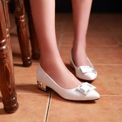Charming Kicks - 方扣低跟鞋