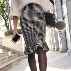 Queen Bee - Set: Lantern Sleeve Sweater + Ruffle Hem Houndstooth Pencil Skirt