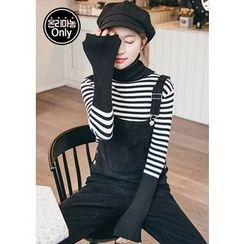 Chlo.D.Manon - Turtle-Neck Stripe Rib-Knit Top