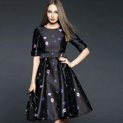 Queen Mulock - Elbow-Sleeve Belted Print Dress
