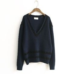Ranche - Contrast Trim V-Neck Sweater