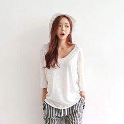 Envy Look - Scoop-Neck 3/4-Sleeve T-Shirt