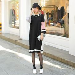 Cherryville - Round-Neck Color-Block Knit Dress