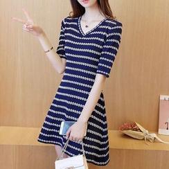 Bubbleknot - Stripe V-neck Elbow-Sleeve Knit Dress