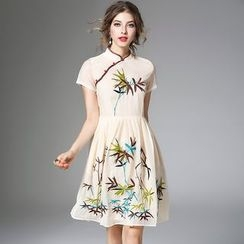 Y:Q - Embroidered Short-Sleeve Dress