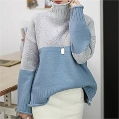 CHICFOX - Turtle-Neck Color-Block Knit Top