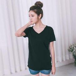 Lucky Leaf - Short-Sleeve V-Neck T-Shirt