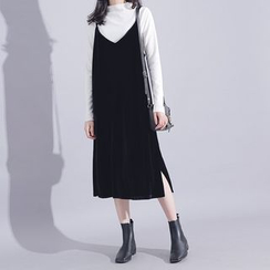 Sonne - V-Neck Sleeveless Velvet Midi Dress