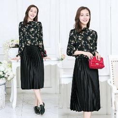Romantica - Set: Floral Top + Pleated Skirt