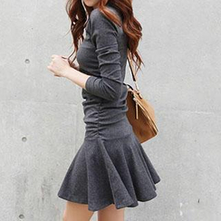 Rocho - Long-Sleeved Dropwaist Dress