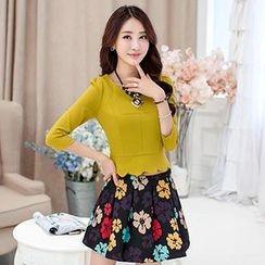 Romantica - Set: 3/4-Sleeve Top + Floral Pleated Skirt