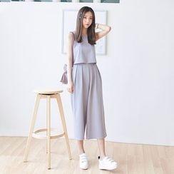 AC - 套装: 无袖纯色上衣 + 七分宽腿裤