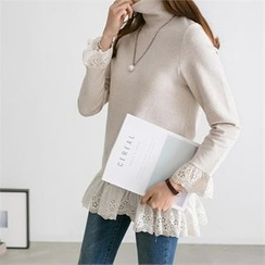 PIPPIN - Turtle-Neck Lace-Edge Top