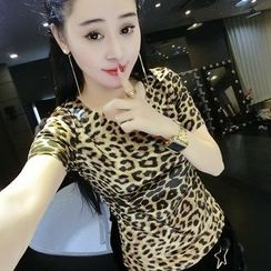 Fancy Show - Short-Sleeve Leopard T-Shirt