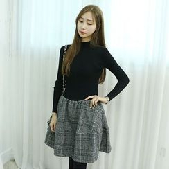 Dodostyle - Ribbed Knit-Panel A-Line Dress