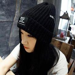 羅煞秀 - 貼飾針織帽