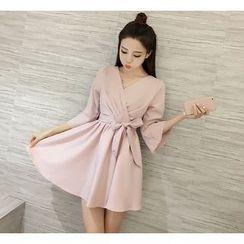 Eva Fashion - V-neck Bow Ruffle Dress