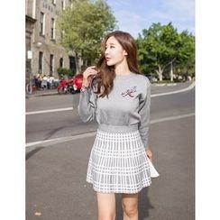 GUMZZI - Set: Round-Neck Appliqué Knit Top + Pattern Skirt