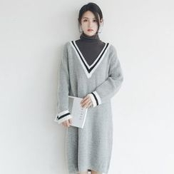 Woodie - V-neck Long-Sleeve Knit Dress