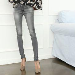 DANI LOVE - Fray-Hem Washed Skinny Jeans