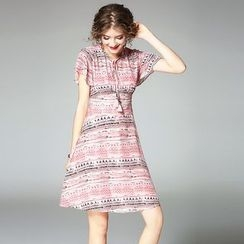 欧依潮派 - 短袖印花连衣裙