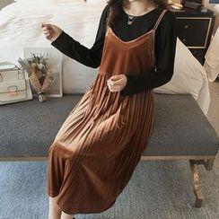 Dadada - Maternity Set: Long-Sleeve T-Shirt + Pleated Velvet Strappy Dress
