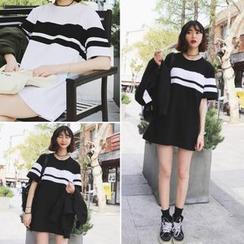 Moon City - 条纹短袖T恤裙
